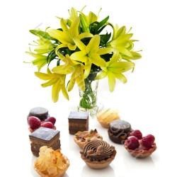Pasticcini con Bouquet di Gigli gialli