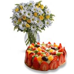 Torta alla Frutta con Bouquet di Margherite e Roselline