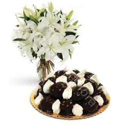 Torta Profiterole con Bouquet di Gigli Bianchi