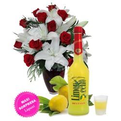 Bottiglia di Limoncello con Bouquet di Rose e Gigli