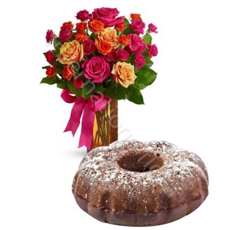 Ciambellone al Cacao con Bouquet di Roselline