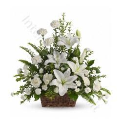 Cesto di Gigli e Garofani bianchi internationalflora.com