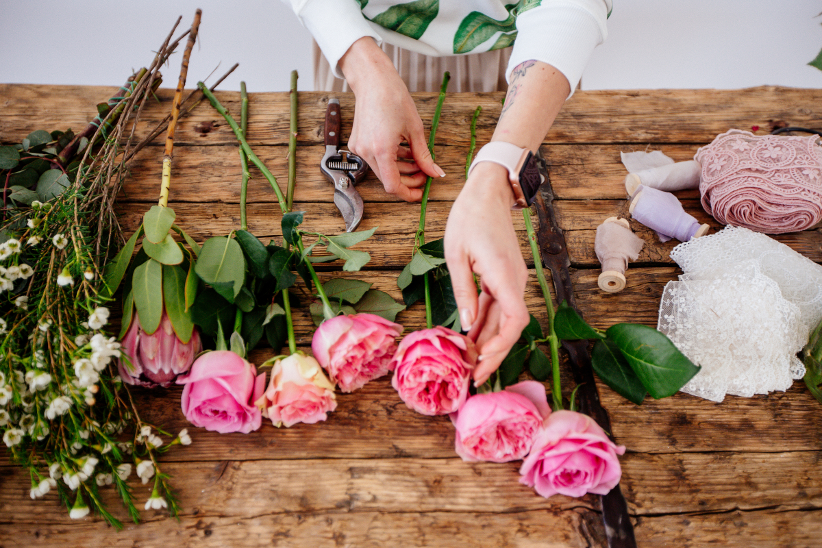 Come fare un bouquet di fiori elegante e colorato