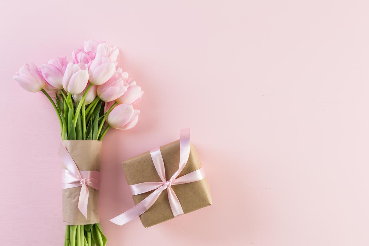 Regali a distanza: perché un mazzo di fiori è un'idea intramontabile