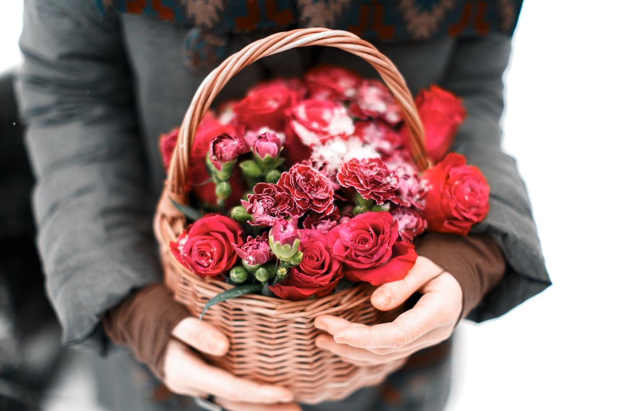 Calze e fiori per l'Epifania: come stupire con un regalo a distanza